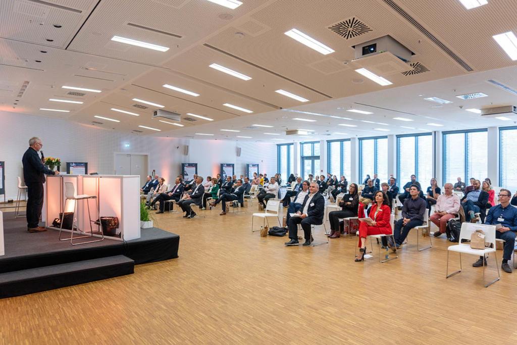 80 Gäste informieren sich beim 5. HOLM-Innovationsmarktplatz über aktuelle Forschungsprojekte aus Logistik und Mobilität